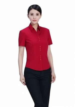 红色V短袖衬衫